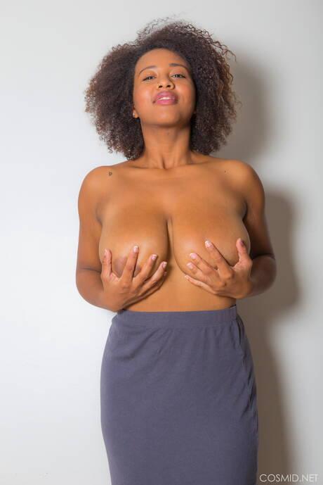 Busty Amateur Black Pictures